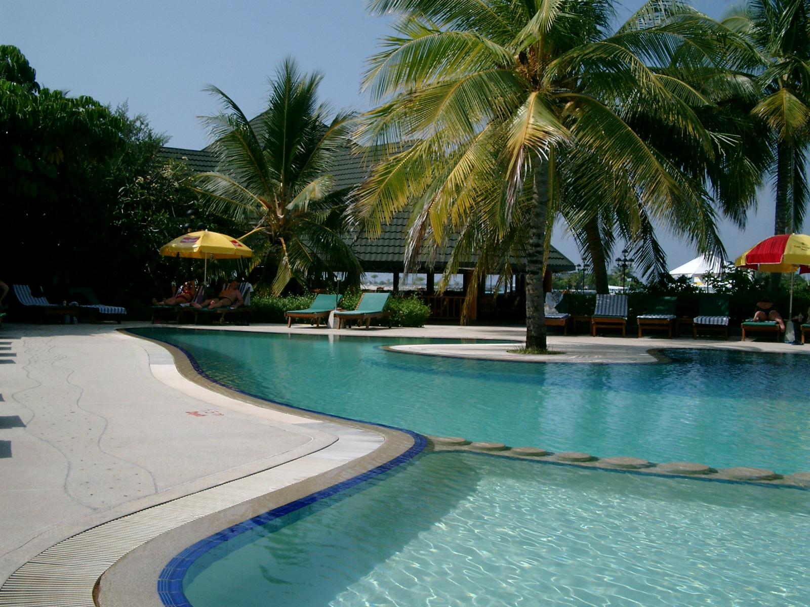 モルディブ サーフィン リゾート