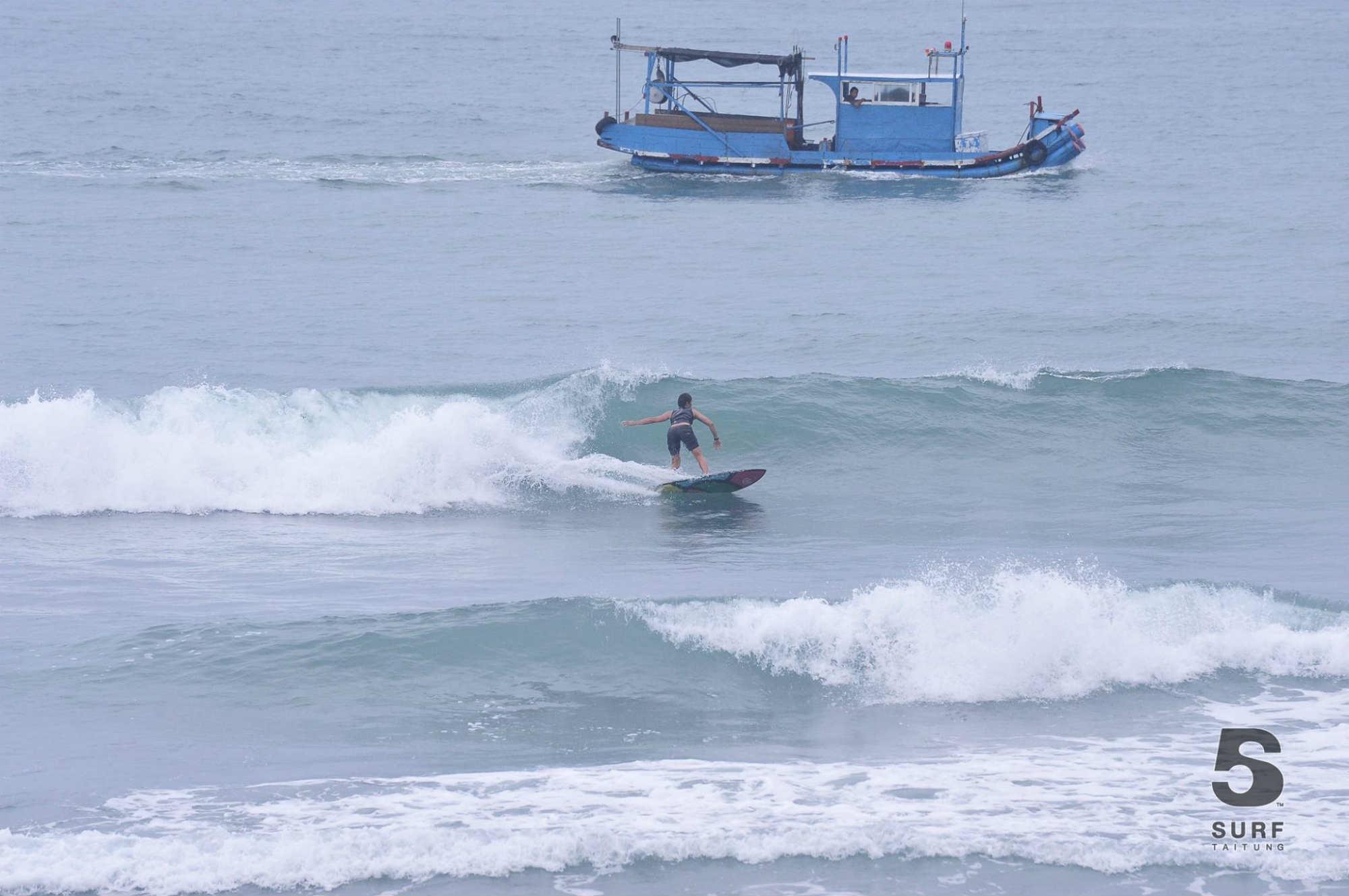 漁船のキャプテンも気になる台風のウネリ。